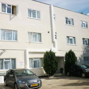 Hostele i Schroniska - Acton Town Hotel