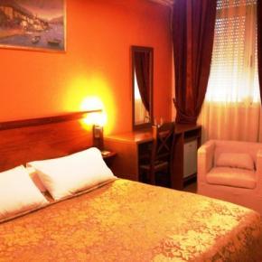 Hostele i Schroniska - Hotel Nobel Tirana