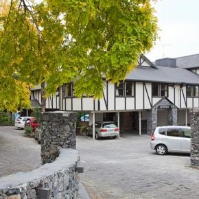 Hostele i Schroniska - Mount Richmond Hotel
