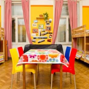 Hostele i Schroniska - Colors Budapest Hostel and Apartment
