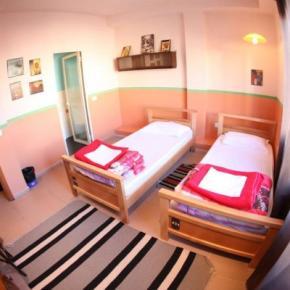 Hostele i Schroniska - Propaganda Hostel