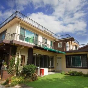 Hostele i Schroniska - 24 Guesthouse Namsan Garden