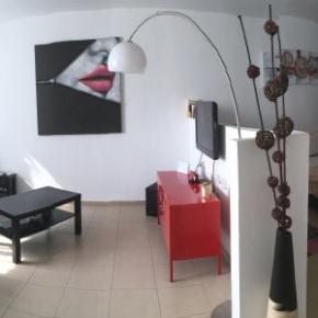 Hostele i Schroniska - Beautiful Stylish LFT in Young Vibrant TLV Centre