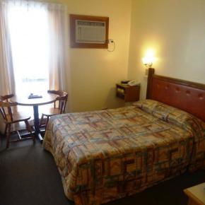 Hostele i Schroniska - St Georges Motor Inn