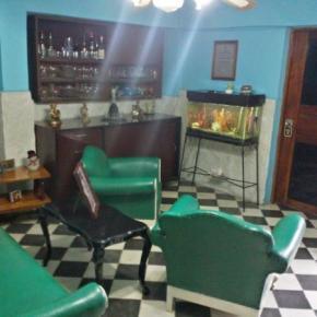 Hostele i Schroniska - 'Fernandez Room Rentals'