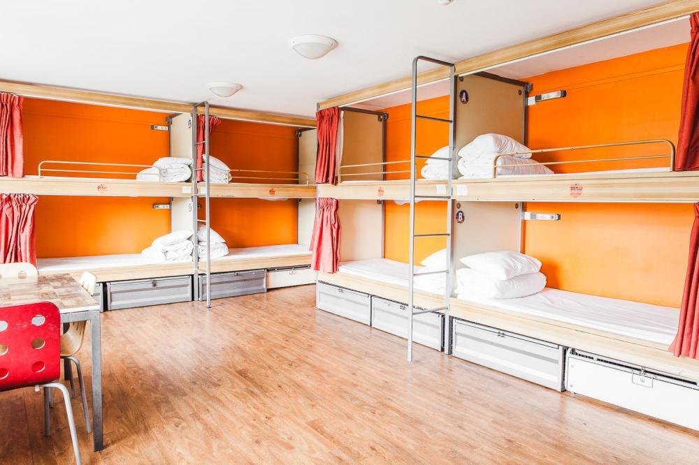12 łóżek pod