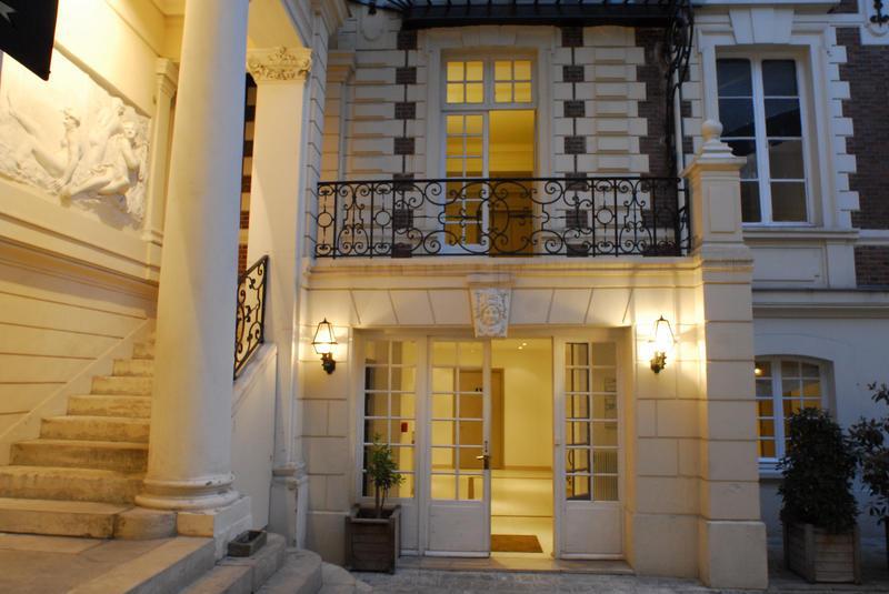 Hostel BVJ Champs-Elysées