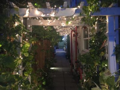Hostele i Schroniska - Bikini Hostel, Cafe & Beer Garden