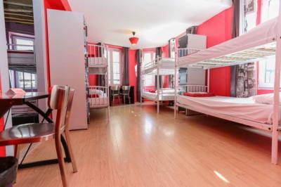 Hostele i Schroniska - Le Village Montmartre by Hiphophostels