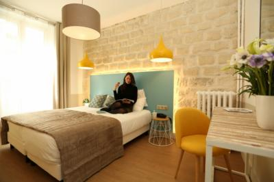 Hostele i Schroniska - Le Regent Montmartre by Hiphophostels