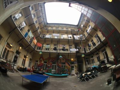 Hostele i Schroniska - DBC Hostel