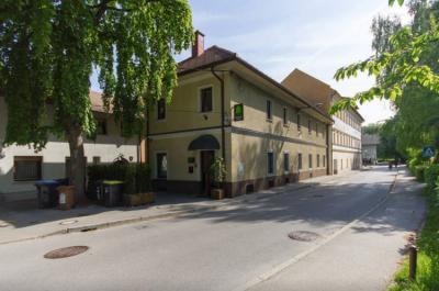 Hostele i Schroniska - Hostel VRBA