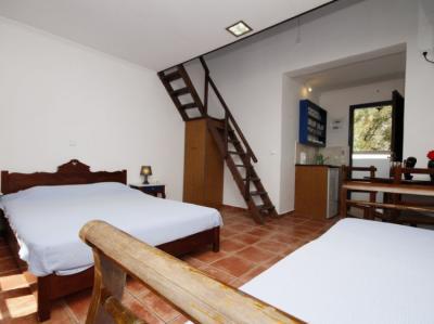 Hostele i Schroniska - Anny Studios Perissa Beach Hostel